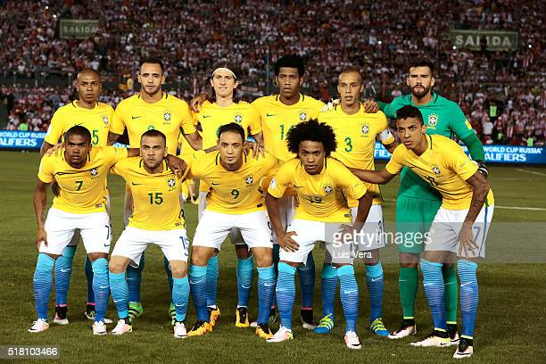 Players of Brazil pose prior a match between Paraguay and Brazil as part of FIFA 2018 World Cup Qualifiers at Defensores del Chaco Stadium on March...