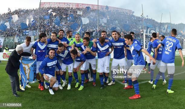 Players of Brescia Calcio celebrate winning the Serie B championship after the Serie B match between Brescia Calcio and Ascoli Calcio 1898 FC at...