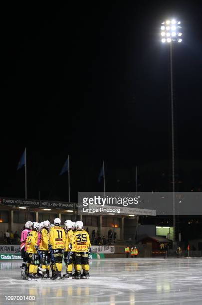 Players of Broberg/Soderhamn Bandy huddle prior to the Elitserien bandy match between Hammarby Bandy and Broberg/Soderhamn Bandy at Zinkensdamms IP...