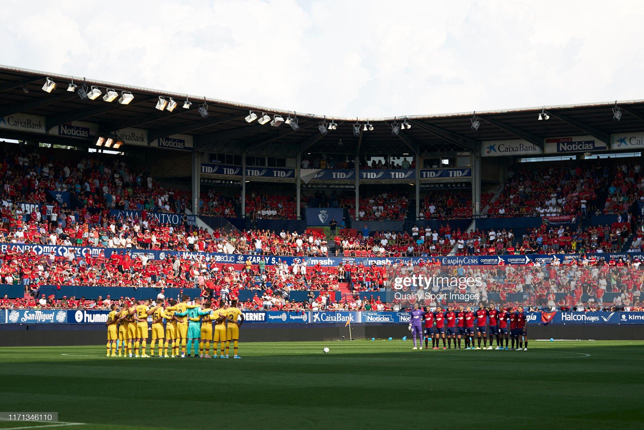 صور مباراة : أوساسونا - برشلونة 2-2 ( 31-08-2019 )  Players-of-ca-osasuna-and-of-fc-barcelona-line-up-for-a-minute-of-picture-id1171346110?s=2048x2048
