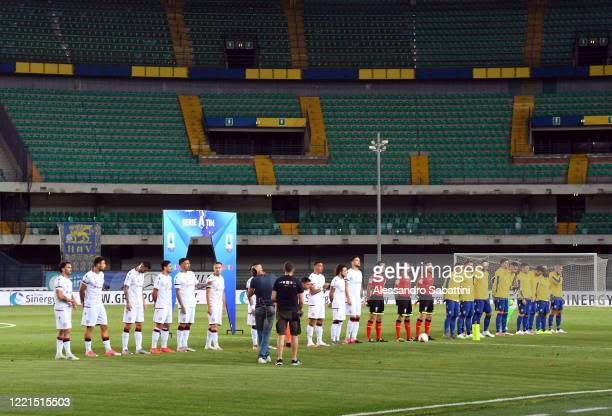 Players of Cagliari Calcio and Hellas Verona line up before the Serie A match between Hellas Verona and Cagliari Calcio at Stadio Marcantonio...