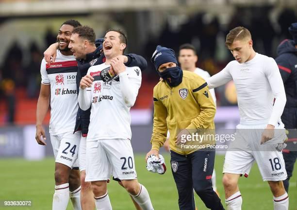 Players of Cagliari Calcio celebrate the victory after the serie A match between Benevento Calcio and Cagliari Calcio at Stadio Ciro Vigorito on...