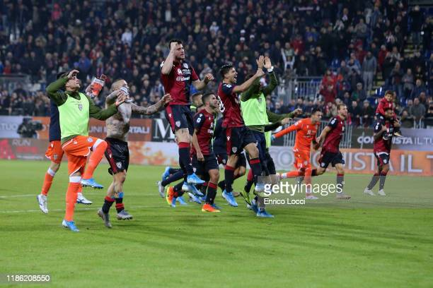 Players of Cagliari celebrate the victory after the Serie A match between Cagliari Calcio and UC Sampdoria at Sardegna Arena on December 2, 2019 in...