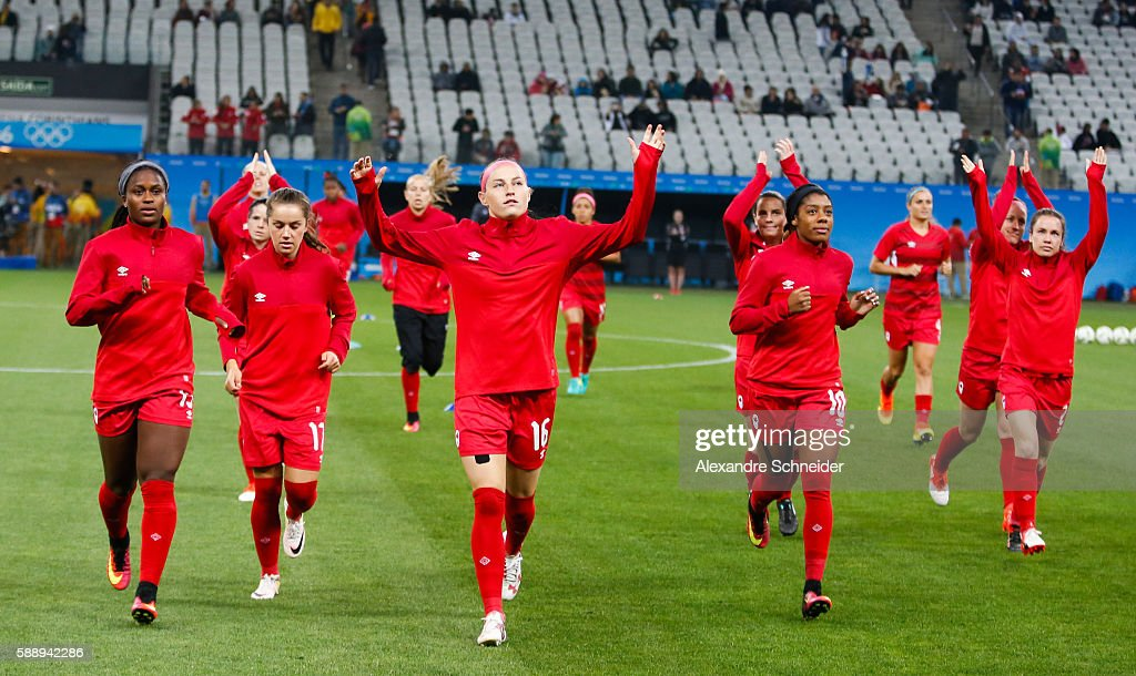 Players of Canada warm up before the match between Canada and France womens football quarter final for the Olympic Games Rio 2016 at Arena Corinthians on August 12, 2016 in Sao Paulo, Brazil.