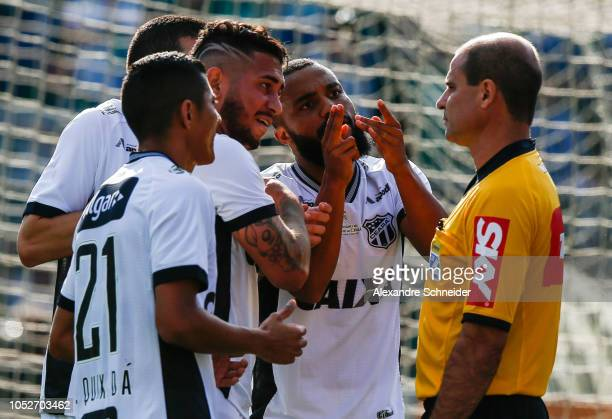 Players of Ceara argue with the referee during the match against Palmeiras for the Brasileirao Series A 2018 at Pacaembu Stadium on October 21 2018...