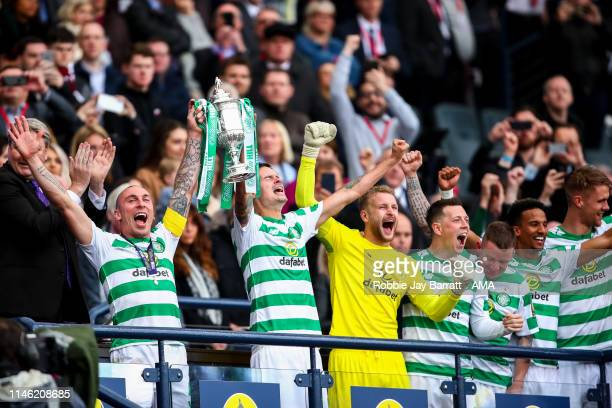 Players of Celtic celebrate with the William Hill Scottish Cup during the William Hill Scottish Cup final between Heart of Midlothian and Celtic at...