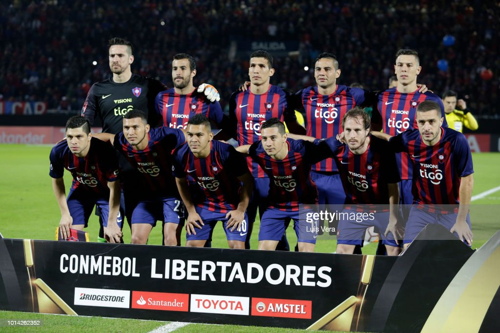 Players of Cerro Porteño pose prior a round of sixteen match between Cerro Porteno and Palmeiras as part of Copa CONMEBOL Libertadores 2018 at General Pablo Rojas Stadium on August 9, 2018 in Asuncion, Paraguay.