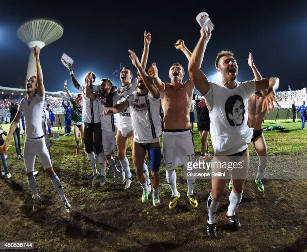 Players of Cesena celebrate the victory after the Serie B playoff final match between US Latina and AC Cesena at Stadio Domenico Francioni on June...