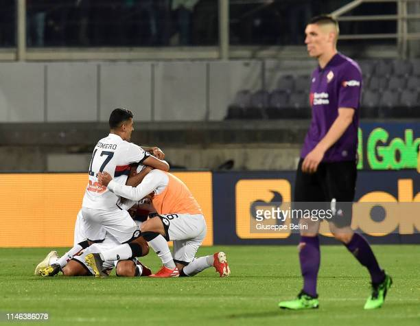 Players of CFC Genoa celebrate after the Serie A match between ACF Fiorentina and Genoa CFC at Stadio Artemio Franchi on May 26, 2019 in Florence,...