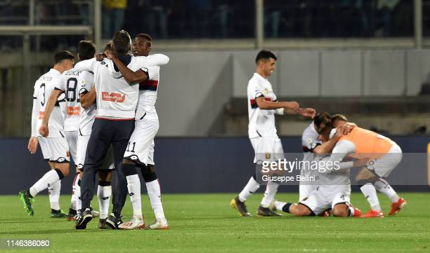 Players of CFC Genoa celebrate after the Serie A match between ACF Fiorentina and Genoa CFC at Stadio Artemio Franchi on May 26 2019 in Florence Italy