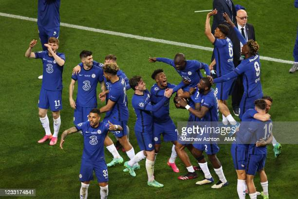 Players of Chelsea celebrate at full time with Ngolo Kante of Chelsea during the UEFA Champions League Final between Manchester City and Chelsea FC...