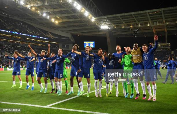 Players of Chelsea celebrate following victory during the UEFA Champions League Final between Manchester City and Chelsea FC at Estadio do Dragao on...