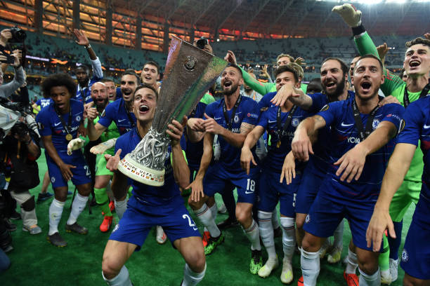 Ligue Europa 2018  - 2019 -2020 - Page 10 Players-of-chelsea-celebrate-the-victory-with-the-trophy-after-the-picture-id1152505516?k=6&m=1152505516&s=612x612&w=0&h=mlwXbt8sJJh_Y8w6VVGcYxU3cnaNmJ-re_c583qyomM=