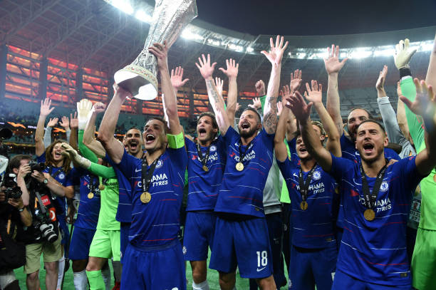 LIGUE EUROPA 2018  - 2019 -2020 - Page 10 Players-of-chelsea-celebrate-the-victory-with-the-trophy-after-the-picture-id1152505604?k=6&m=1152505604&s=612x612&w=0&h=_O4uNB8ovh81XREMF_RXvLh2THcuZtpQ2DA9wxSyUC8=