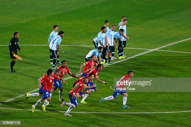 Players of Chile celebrate after winning the 2015 Copa America Chile Final match between Chile and Argentina at Nacional Stadium on July 04, 2015 in...