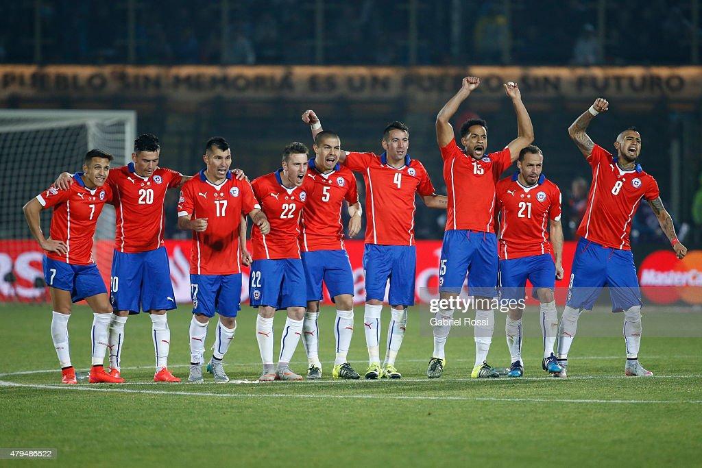 Chile v Argentina - 2015 Copa America Chile Final : News Photo