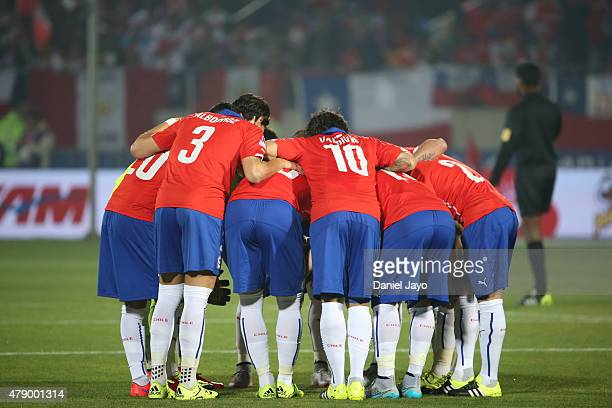 Players of Chile have a pregame meeting prior the 2015 Copa America Chile Semi Final match between Chile and Peru at Nacional Stadium on June 29 2015...