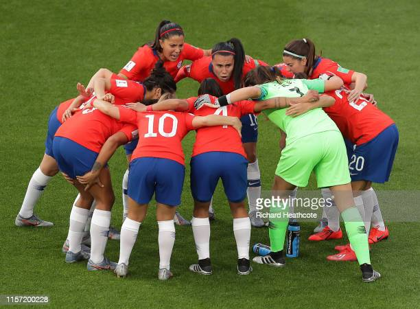 Players of Chile huddle on the pitch prior to the 2019 FIFA Women's World Cup France group F match between Thailand and Chile at Roazhon Park on June...