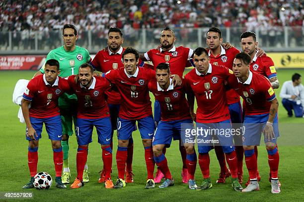 Players of Chile pose for a group photo prior a match between Peru and Chile as part of FIFA 2018 World Cup Qualifier at Nacional Stadium on October...