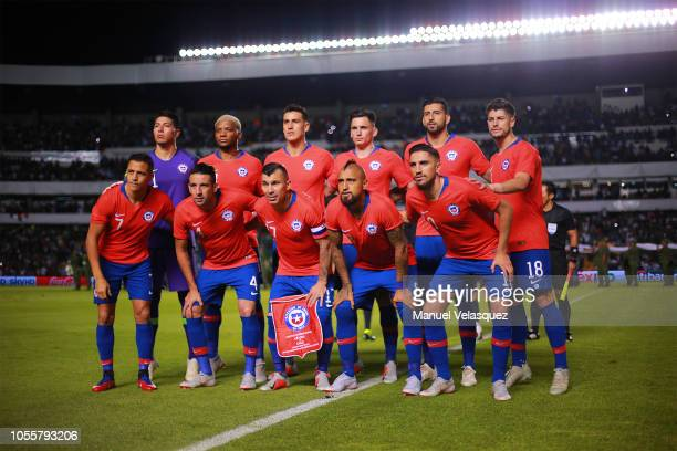 Players of Chile pose for a photo previous the match against Chile during the international friendly match between Mexico and Chile at La Corregidora...