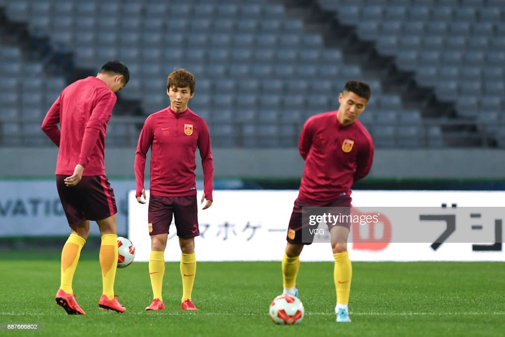 Players of China attend a training session ahead of the 2017 EAFF E-1 Football Championship Final round at Ajinomoto Stadium on December 7, 2017 in Tokyo, Japan.