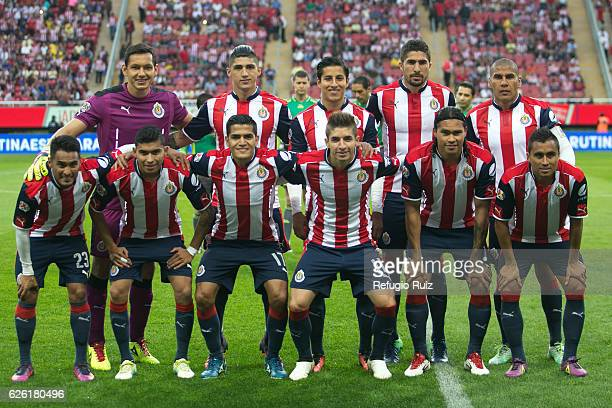 Players of Chivas pose for photos prior the quarter finals second leg match between Chivas and America as part of the Torneo Apertura 2016 Liga MX at...