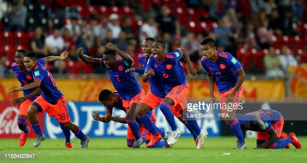 Players of Colombia celebrate after winning the 2019 FIFA U20 World Cup Round of 16 match between Colombia and New Zealand at Lodz Stadium on June 02...