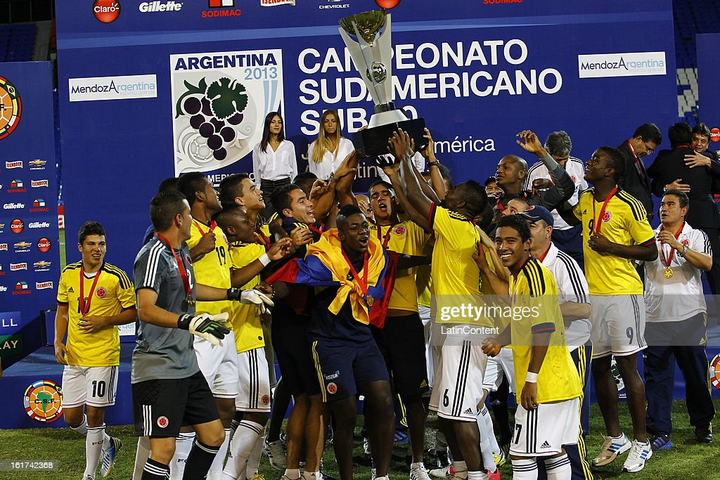 Players of Colombia celebrate victory after a match between Colombia and Paraguay as part of the 2013 South American Youth Championship at Malvinas Argentinas Stadium on February 03, 2013 in Mendoza, Argentina.