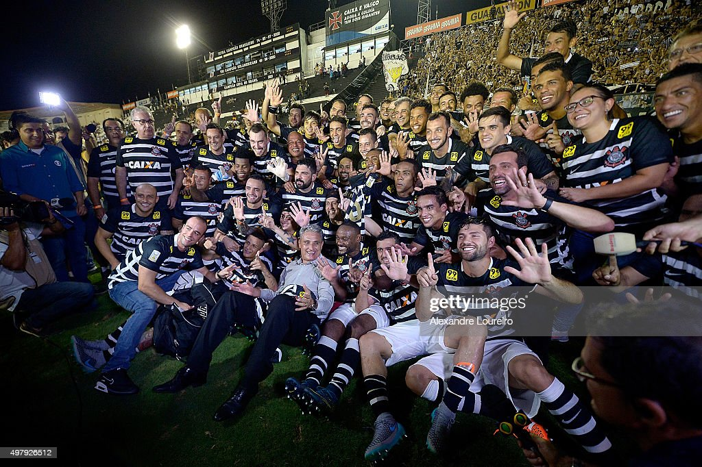 Players of Corinthians celebrates the sixth title of Brazilian championship after the match between Vasco and Corinthians as part of Brasileirao Series A 2015 at Sao Januario Stadium on November 19, 2015 in Rio de Janeiro, Brazil.