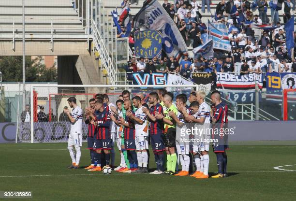 Players of Crotone and Sampdoria watch a minute of silent in memory of Davide Astori prior the serie A match between FC Crotone and UC Sampdoria at...