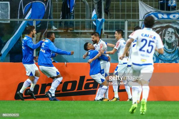 Players of Cruzeiro celebrate their first goal during the match Gremio v Cruzeiro as part of Brasileirao Series A 2017 at Arena do Gremio on October...