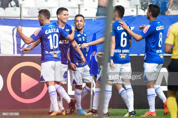 Players of Cruzeiro celebrates a scored goal against Atletico MG during a match between Cruzeiro and Atletico MG as part of Brasileirao Series A 2017...