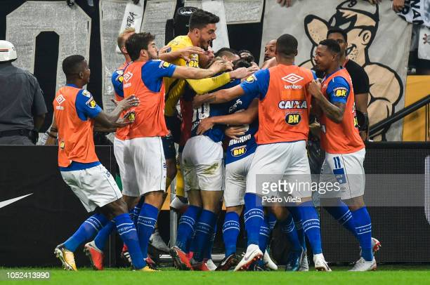 Players of Cruzeiro celebrates a scored goal by Robinho during a match between Corinthians and Cruzeiro as part of Copa do Brasil 2018 Finals at...