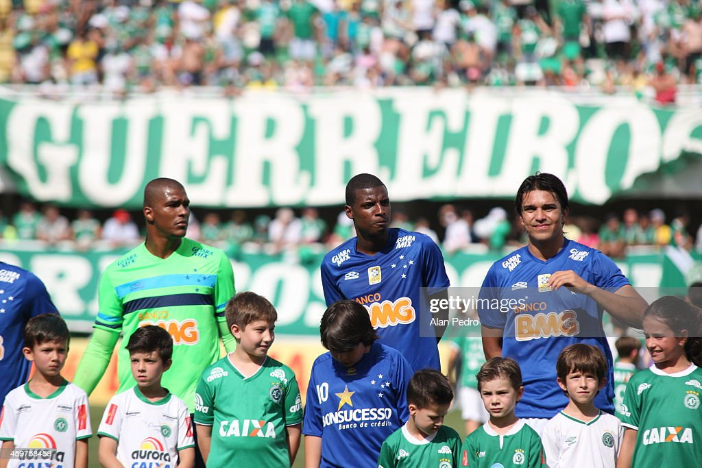 Players of Cruzeiro enter into the field before a match between Chapecoense and Cruzeiro for the Brazilian Series A 2014 at Arena Conda Stadium on November 30, 2014 in Chapeco, Brazil.