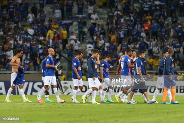Players of Cruzeiro leave the field after the quarter final match between Cruzeiro and San Lorenzo as part of Copa Bridgestone Libertadores 2014 at...