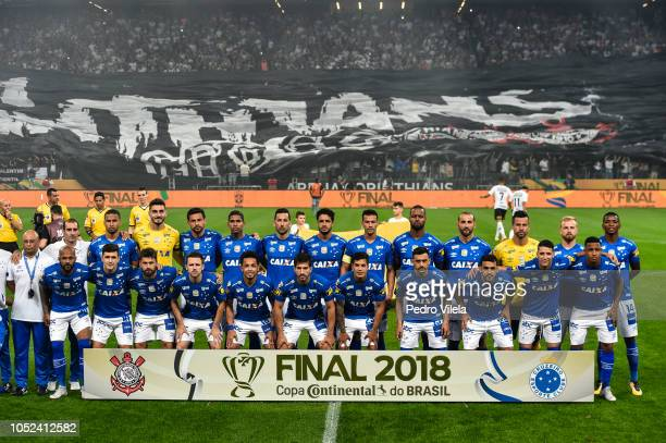 Players of Cruzeiro pose for a photo before the match between Corinthians and Cruzeiro as part of Copa do Brasil 2018 Finals at Arena Corinthians...