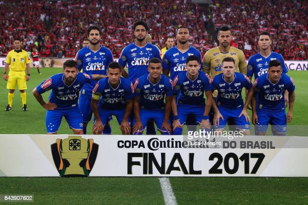 Players of Cruzeiro pose for photographers during a match between Flamengo and Cruzeiro part of Copa do Brasil 2017 Finals at Maracana Stadium on...