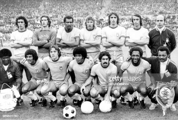 Players of defending champion Brazil assemble for a team photo on 18 June 1974 in front of 62000 spectators at Frankfurt's Waldstadion prior to their...