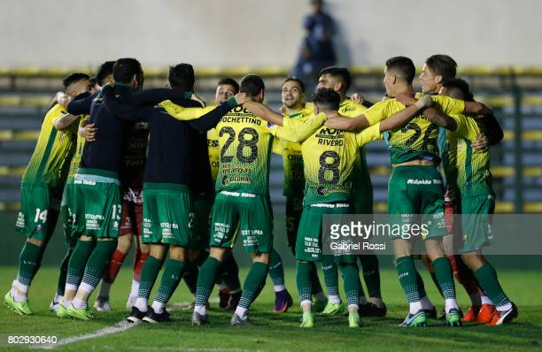 Players of Defensa y Justicia celebrate after winning the first leg match between Defensa y Justicia and Chapecoense as part of second round of Copa...