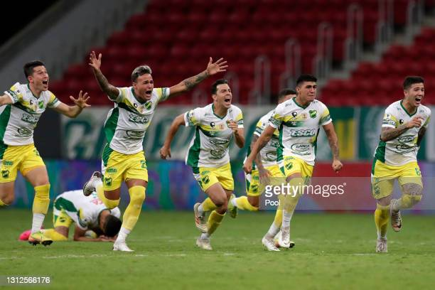 Players of Defensa y Justicia celebrate winning in the penalty shootout after a match between Palmeiras and Defensa y Justicia as part of the second...