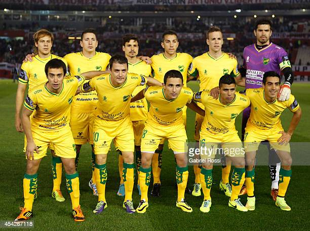 Players of Defensa y Justicia pose for a team photo prior to a match between River Plate and Defensa y Justicia as part of fourth round of Torneo de...