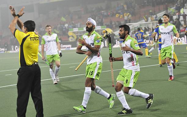 Players of Delhi Waveriders appealing the referee decision against Jaypee Punjab Warriors during the Coal Hockey India League match at Hockey Stadium.