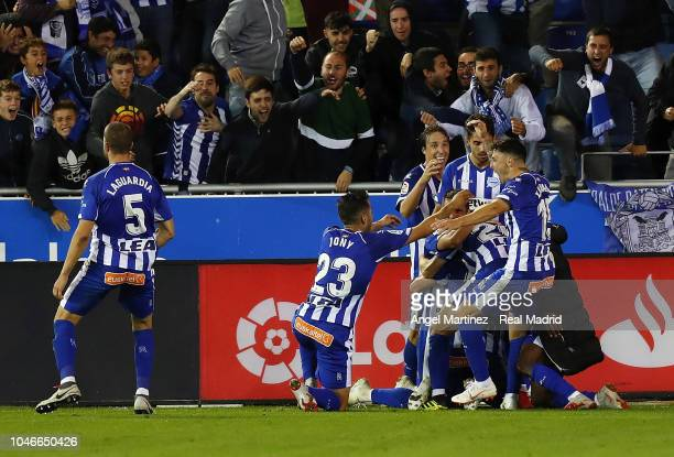Players of Deportivo Alaves celebrates their winning goal during the La Liga match between Deportivo Alaves and Real Madrid at Estadio de...