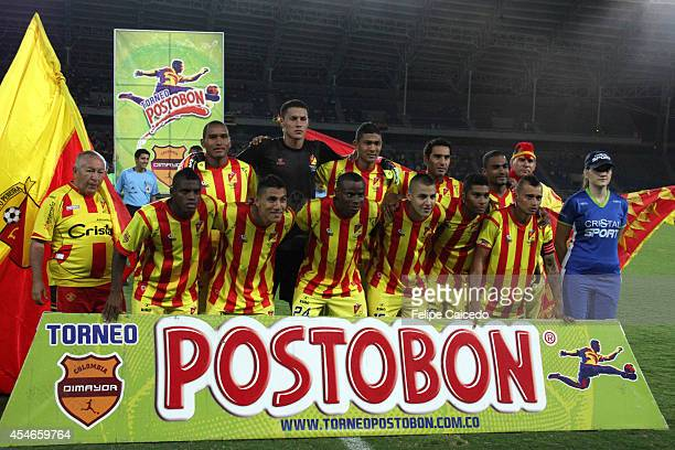 Players of Deportivo Pereira pose for a photo prior a match between Deportivo Pereira and America de Cali as part of eighth round of Torneo Postobon...