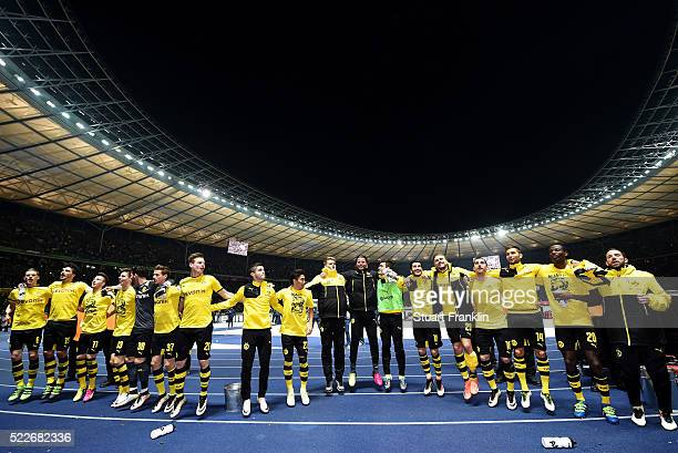 Players of Dortmund celebrate after winning the DFB Cup semi final match between Hertha BSC Berlin and Borussia Dortmund at Olympia Stadium on April...
