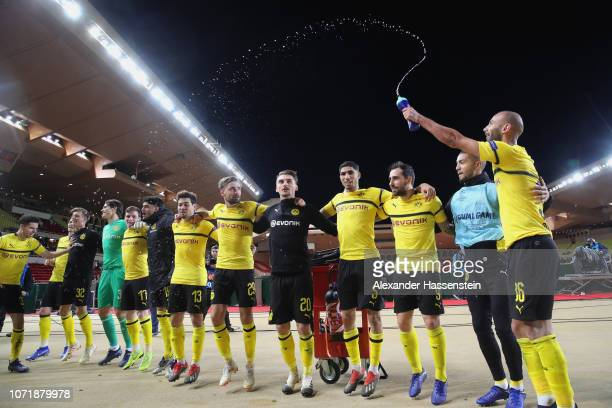 Players of Dortmund celebrates victory after winning the UEFA Champions League Group A match between AS Monaco and Borussia Dortmund at Stade Louis...