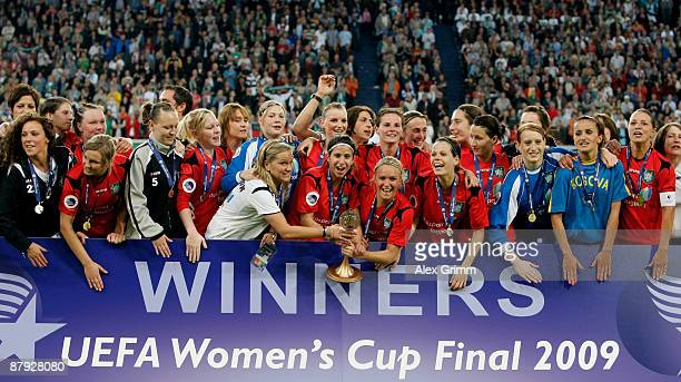 Players of Duisburg celebrate after the UEFA Women's Cup Final second leg match between FCR Duisburg and Swesda 2005 Perm at the MSV Arena on May 22...