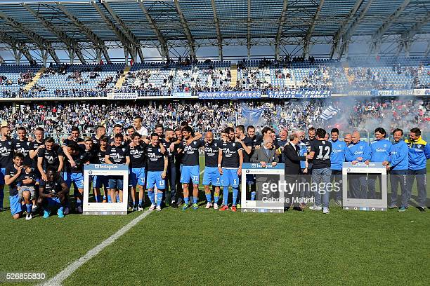 Players of Empoli FC celebrate the victory during the Serie A match between Empoli FC and Bologna FC at Stadio Carlo Castellani on May 1 2016 in...
