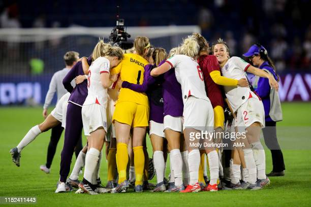 Players of England celebrate at full time during the 2019 FIFA Women's World Cup France Quarter Final match between Norway and England at Stade...