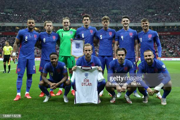 Players of England pose for a team photograph prior to the 2022 FIFA World Cup Qualifier match between Poland and England at Stadion Narodowy on...